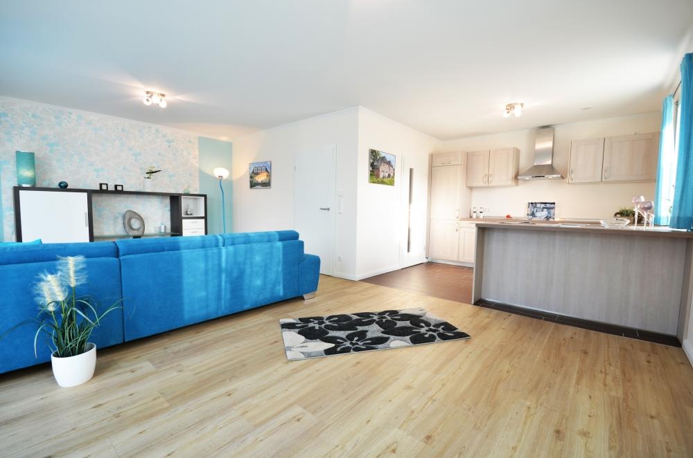 Beispiel Küche & Wohnzimmer